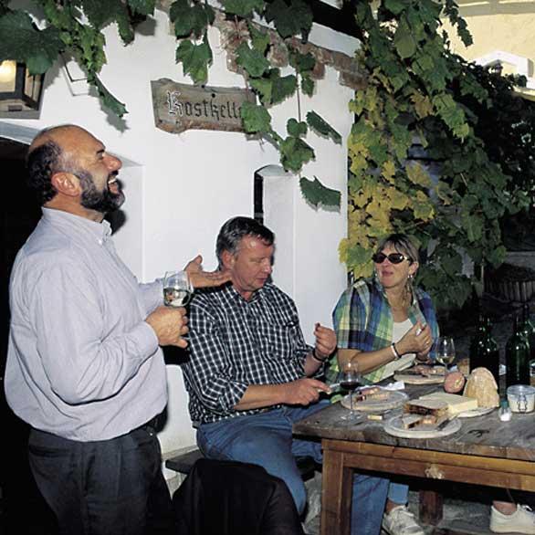 Gastlichkeit im Schmidatal, Weinverkostung im Weingarten