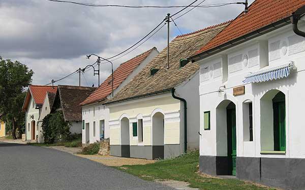 Kellergasse Niederschleinz im Schmidatal
