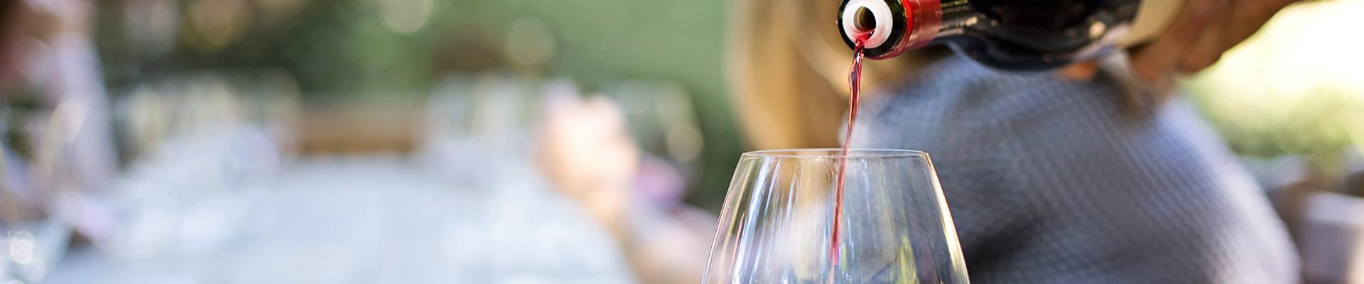 Wein einschenken - Schmidatal - Weinviertel